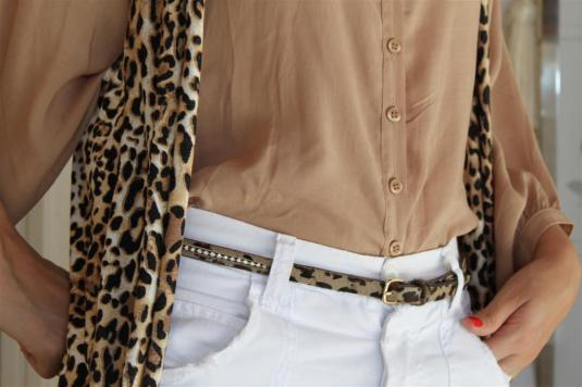 Looks para festas, max colete de onça, camisa branca com renda