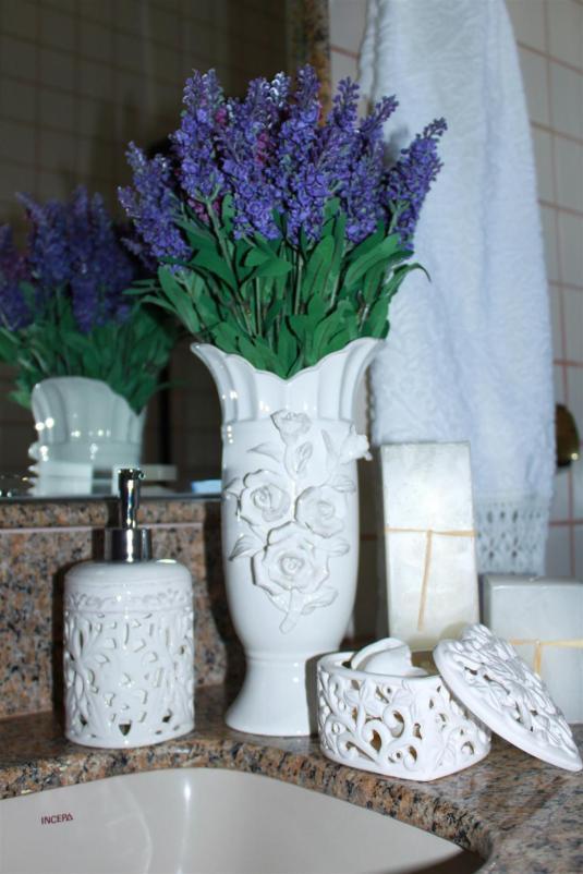 Peças em provençal, decoração lavabo, plantações de lavanda