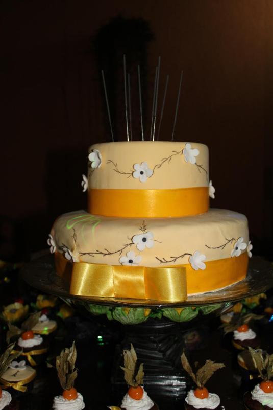 Festas, look festa, vestido longo, bolo decorativo, doces