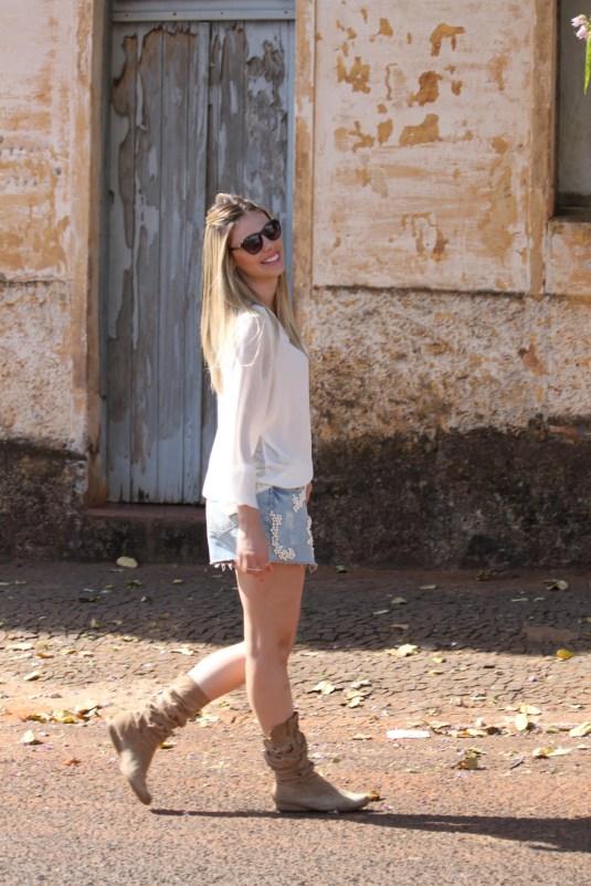 BlogSarahLeão-SarahLeão-Pérolas-Saiajeans-camisadeseda