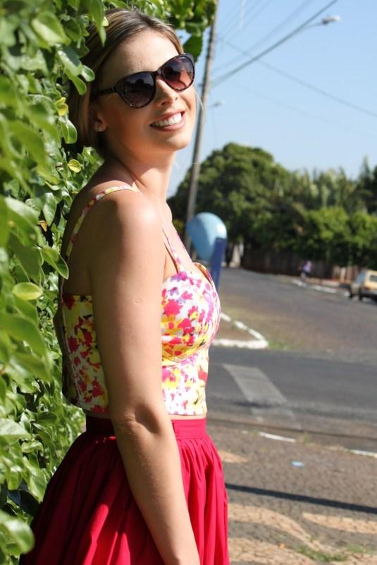 Look Sarah Leão- Barriguinha de fora- Tendência
