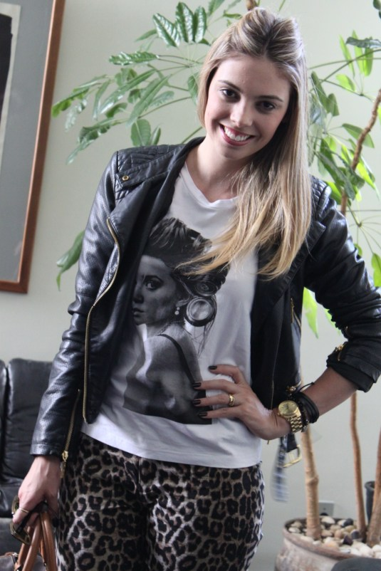 Look do  dia- sarah Leão- Look BH- Onça+tee