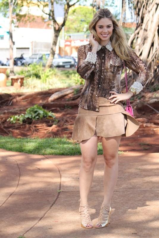 Sarah Leão- Look couro- Camisa seda- Camisa pérolas- Blog Sarah Leão