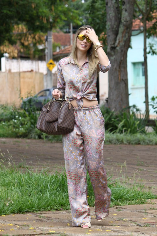 Look do dia- Estilo pijana- Estampa- Sarah Leão