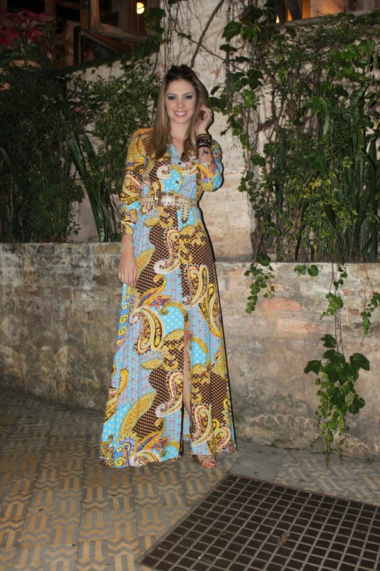 Look longo- Sarah Leão- Moda- SP- Look com fenda